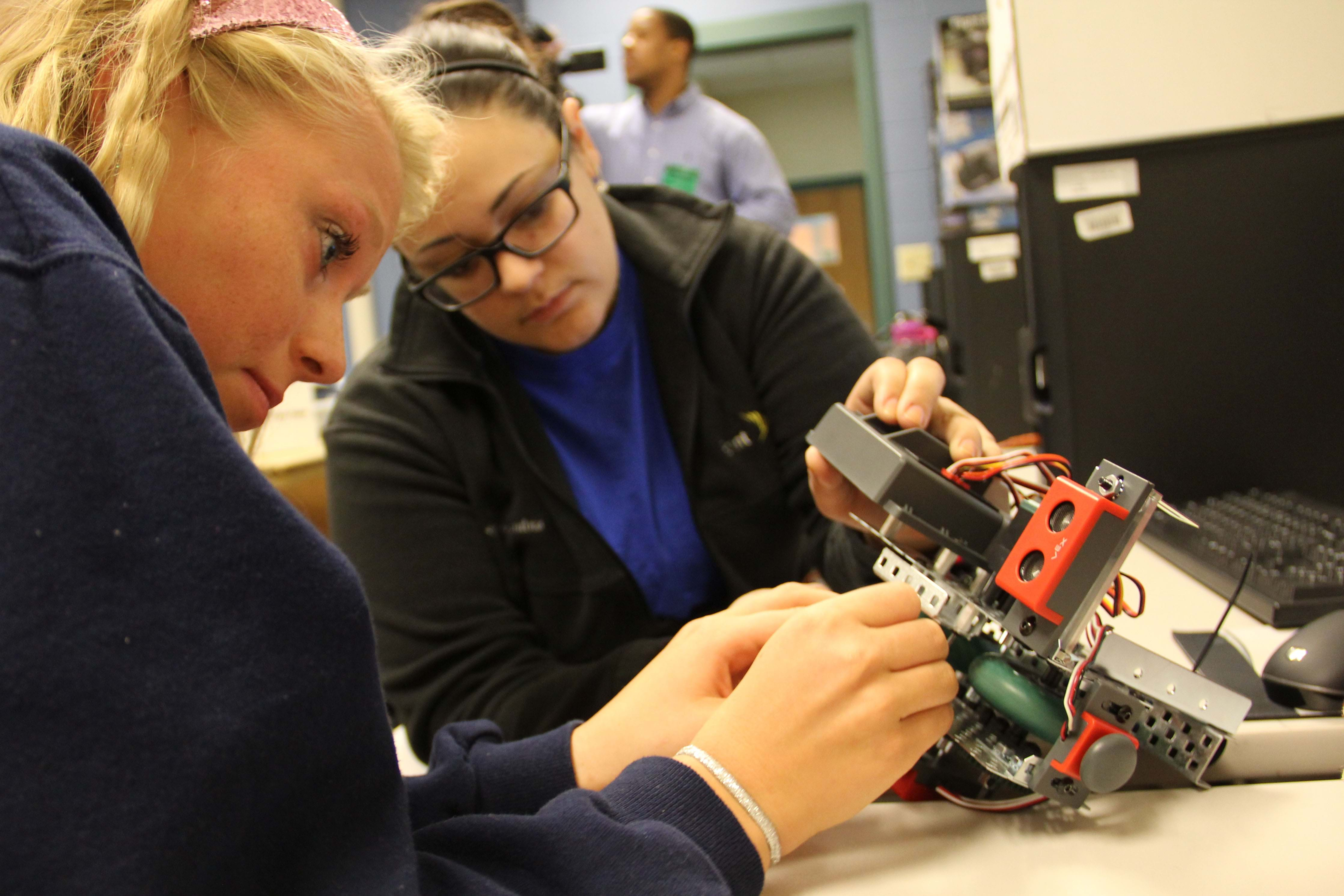 Rural Illinois Schools Offer New STEM Education Programs with Grant Funding from
